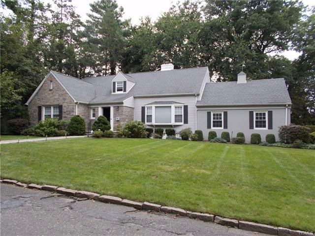 4 BR,  2.55 BTH  Capecod style home in Mount Vernon